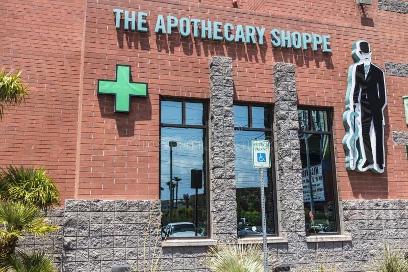 拉斯维加斯-大约2017年7月:药商商店大麻防治所 在2017年,消遣罐是法律的在内华达VII 免版税图库摄影