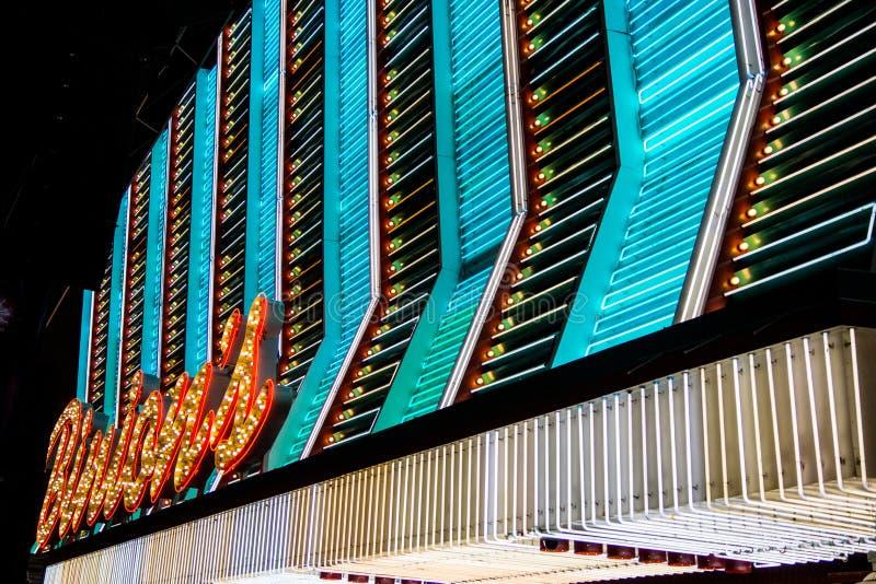 Download 在佛瑞蒙街道的霓虹灯广告 图库摄影片. 图片 包括有 夜生活, 招待, 维加斯, 用餐, 饮料, 象芭蕾舞的 - 30330222