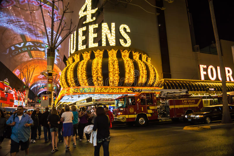 Download 四位女王/王后在3月 图库摄影片. 图片 包括有 疯狂, 女王, 救火车, 食物, 赌博, 行军, 旅游业 - 30330247