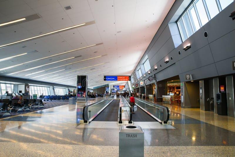 拉斯维加斯McCarran机场移动的走道正面图 免版税库存照片