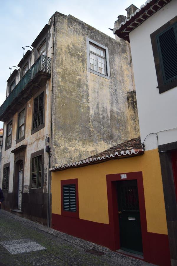 拉皮条新橙色和红色的前面streetview 免版税库存图片