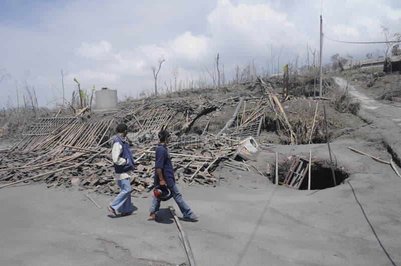 默拉皮火山的爆发 库存照片