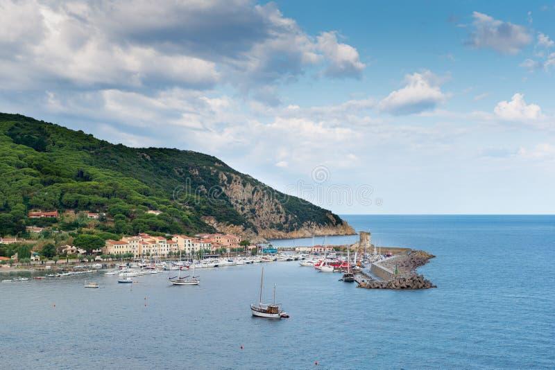 费拉约港港口在海岛厄尔巴岛上的 免版税库存图片