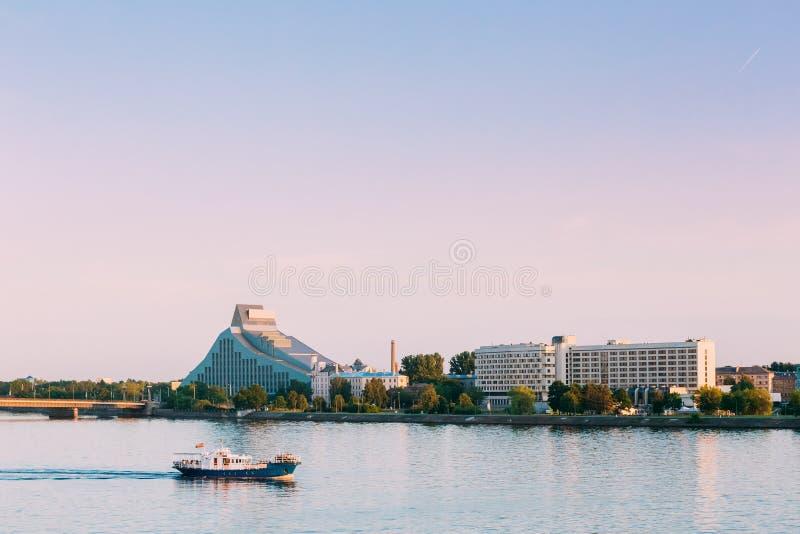 拉脱维亚里加 光国立图书馆锁大厦看法  库存图片