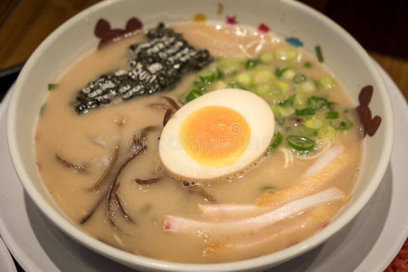 拉面或日本面条与软的煮沸eeg 库存图片