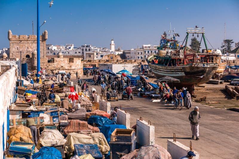 索维拉,摩洛哥- 2012年2月-在古老索维拉捕鱼港口的每天生活 免版税库存图片