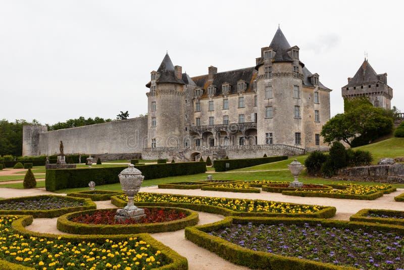 拉洛希Courbon城堡的开花的庭院 免版税图库摄影