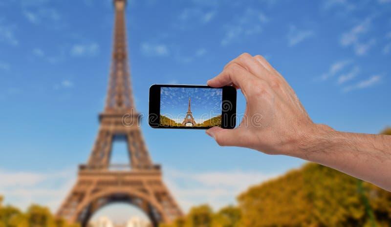 拍一张照片的人在巴黎 库存图片