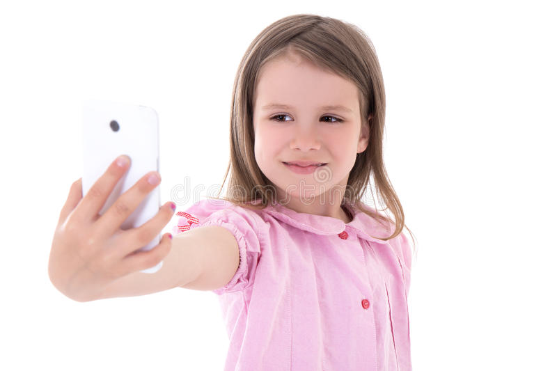 拍与巧妙的电话的逗人喜爱的小女孩selfie照片隔绝了o 库存照片