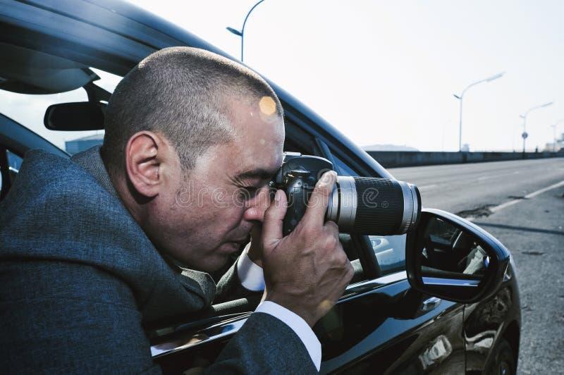 拍从汽车的探员或无固定职业的摄影师照片 免版税库存照片