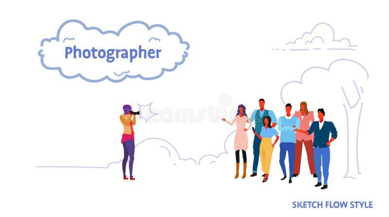 拍商人小组的照片摄影师一起站立和充分摆在为照片风景背景 向量例证