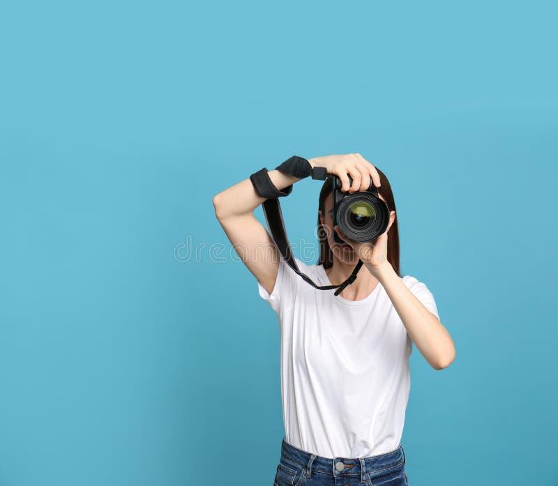 拍在浅兰的专业摄影师照片 免版税库存照片