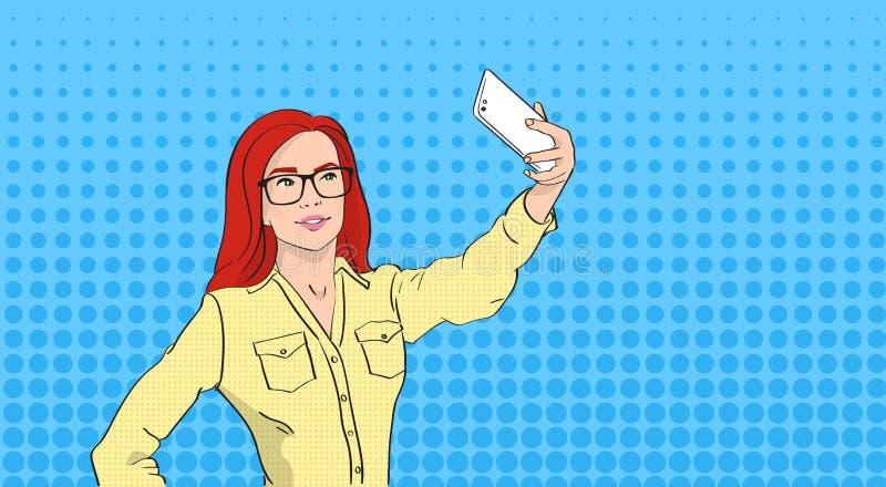 拍在聪明的电话流行艺术五颜六色的减速火箭的样式的玻璃的妇女Selfie照片 皇族释放例证