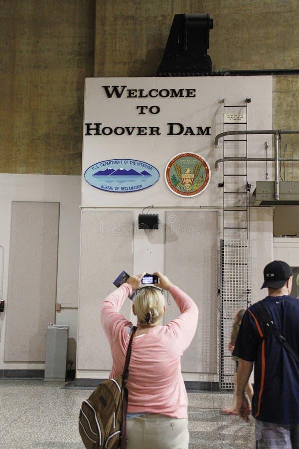 拍在胡佛水坝的人们照片 库存照片
