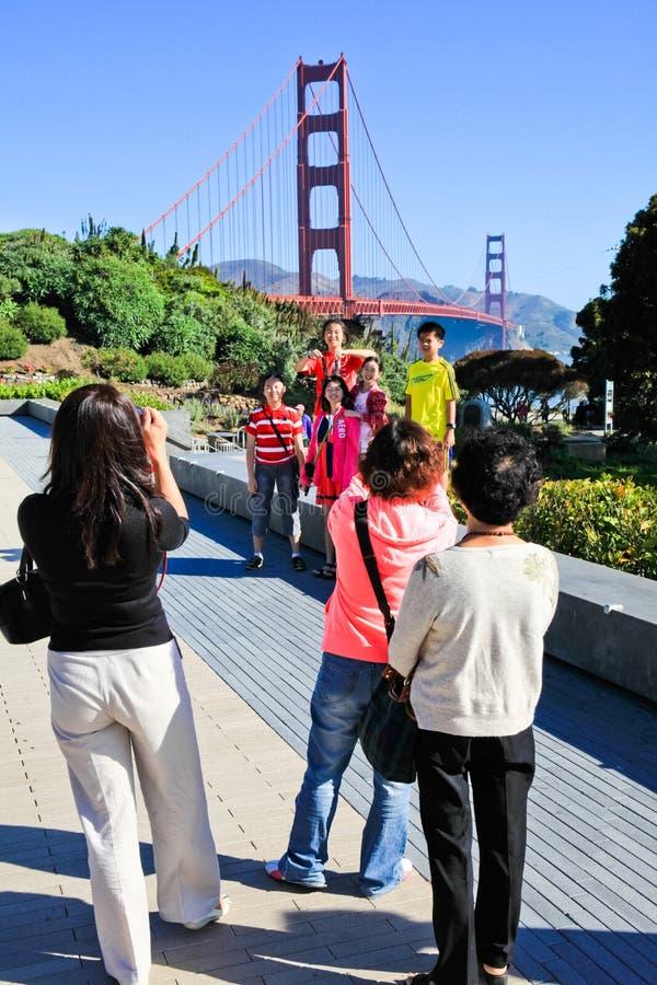 拍家庭照片的金门大桥 免版税库存照片