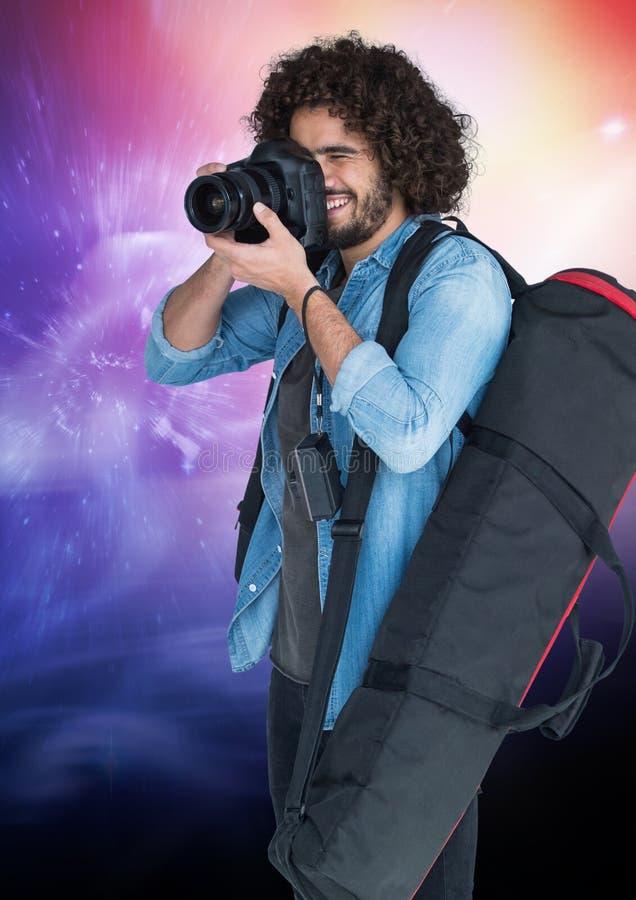 拍照片的摄影师反对星系背景 向量例证