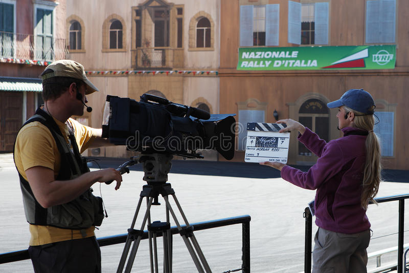 拍电影的摄影师 免版税库存照片