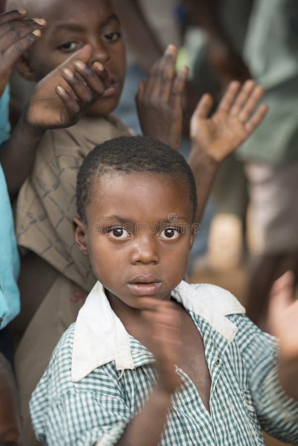 拍的孩子在非洲 库存图片