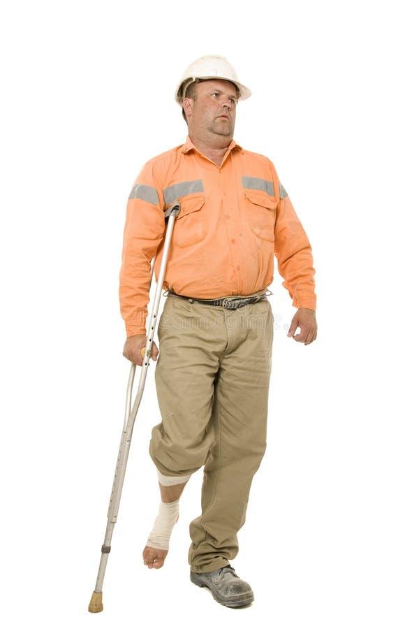 拐杖的受伤的工作者 免版税库存照片