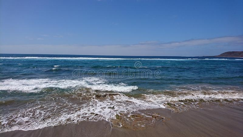 拒绝细致的金亲切的海运海浪 库存照片