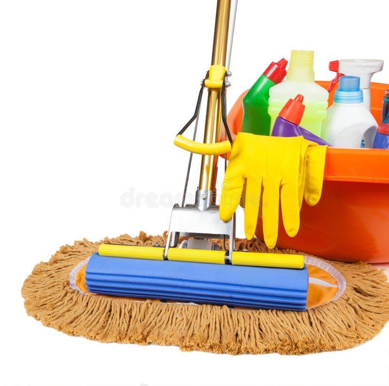拖把、桶、碗和瓶擦净剂 库存照片