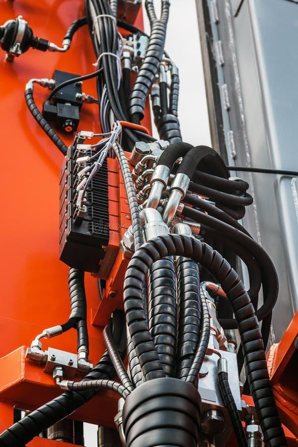 拖拉机、管和连接的液压机构 免版税图库摄影