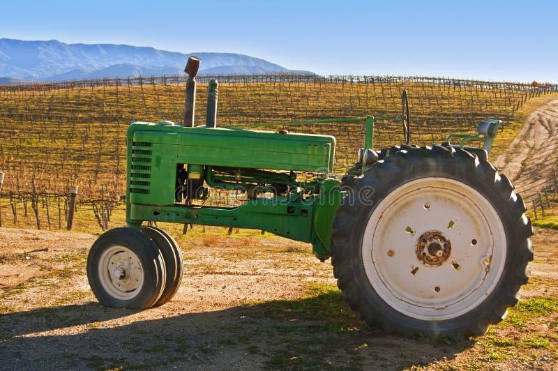 拖拉机葡萄园 免版税库存图片