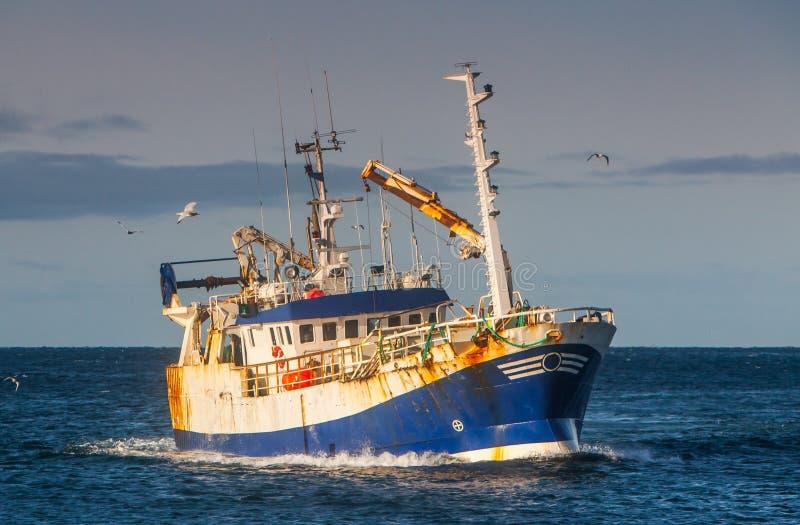 拖网渔船 免版税库存图片