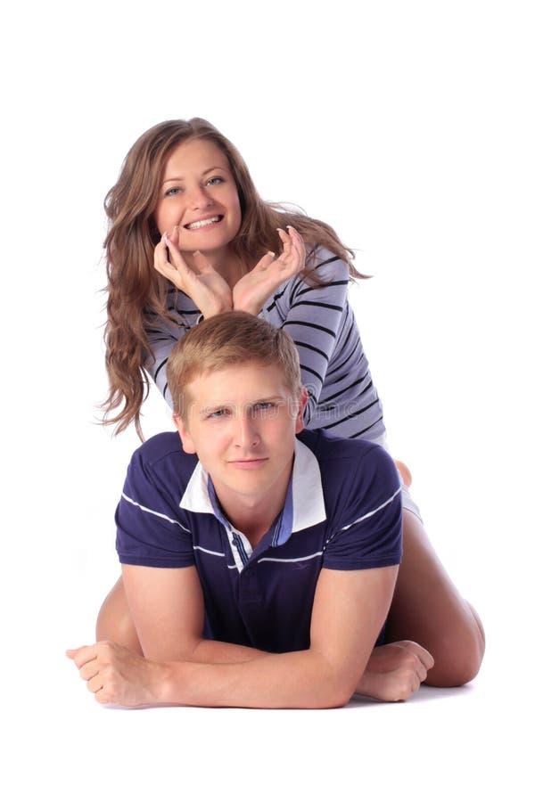 拖延她的在垫铁样式的年轻美丽的女孩手他 免版税库存照片