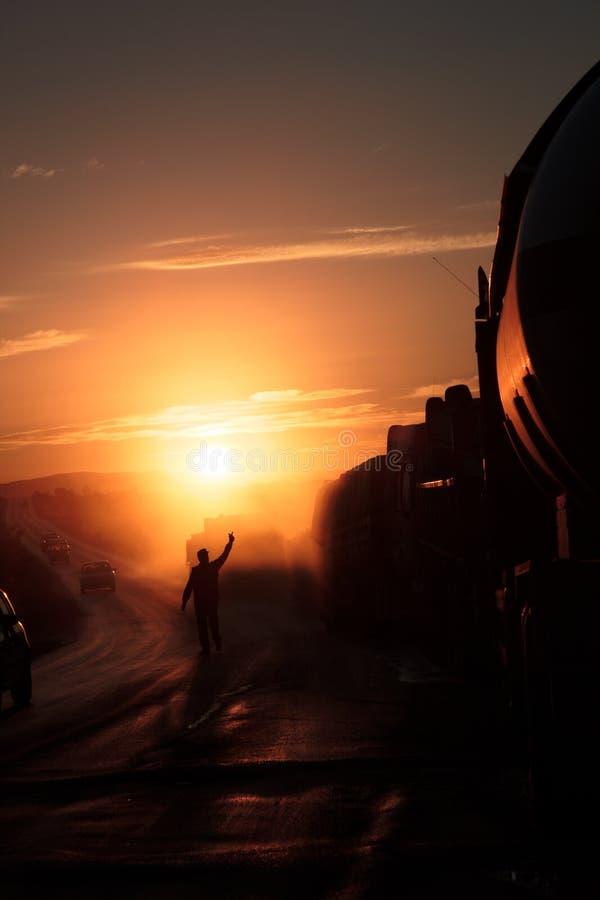拘捕卡车护卫舰的一个人在日落 图库摄影