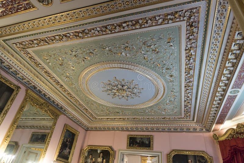 招待室奥斯本议院的天花板 库存图片