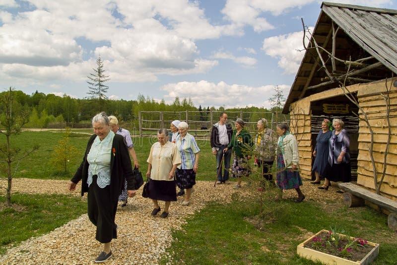 拜访世界大战2徒步旅行队公园的退伍军人在俄罗斯的卡卢加州地区 库存照片