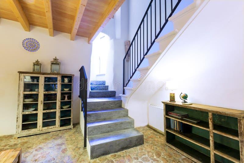 拜雷阿尔斯地中海样式的马略卡拜雷阿尔斯室内房子 库存照片