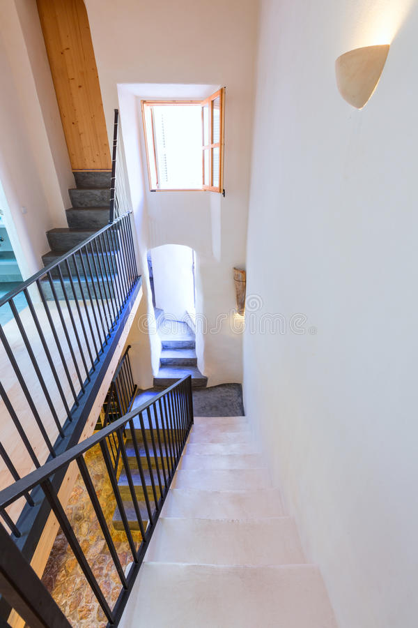 拜雷阿尔斯地中海样式的马略卡拜雷阿尔斯室内房子 免版税库存照片