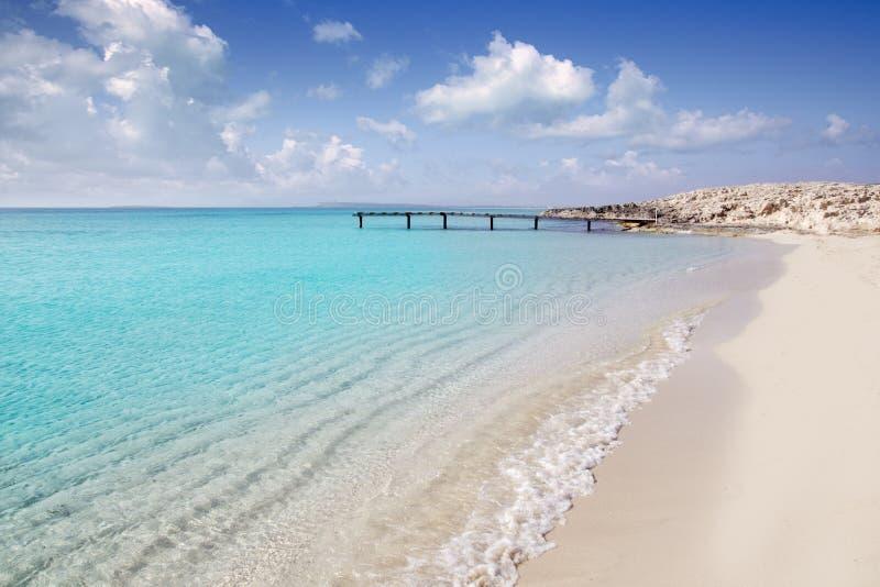 拜雷阿尔斯海滩formentera码头海运绿松石木 库存图片