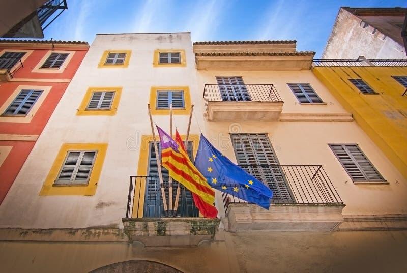 拜雷阿尔斯,西班牙语和欧盟旗子 库存照片