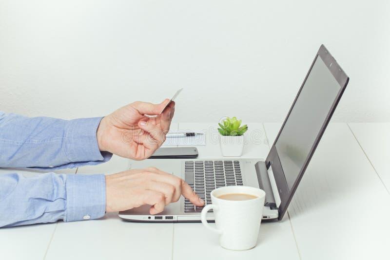 拟订dof重点现有量在线浅购物非常 电子银行业务概念 免版税库存图片