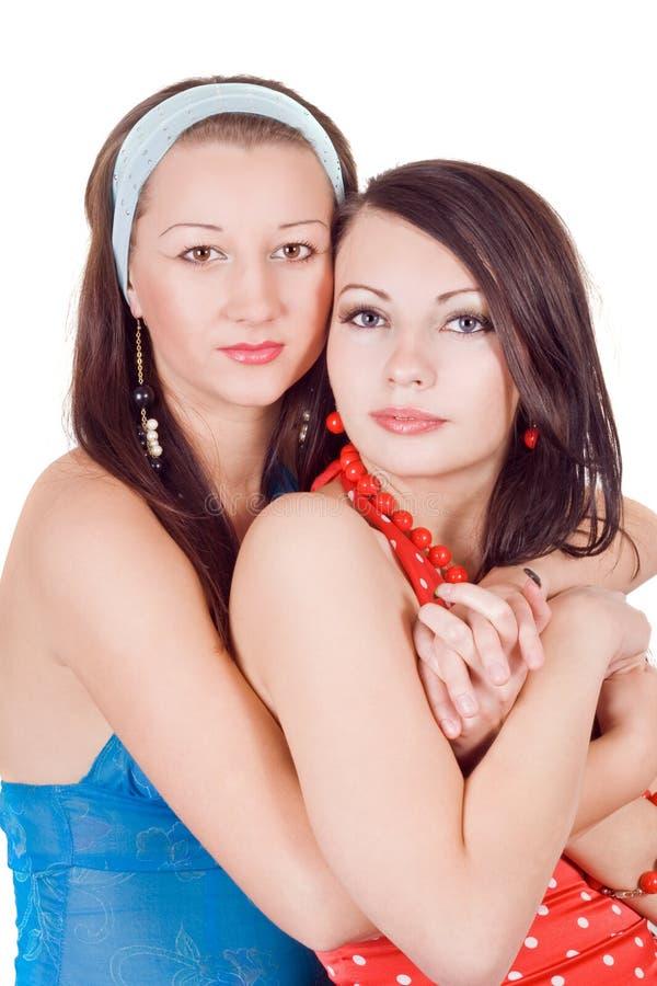 拥抱二名妇女的秀丽新 库存照片