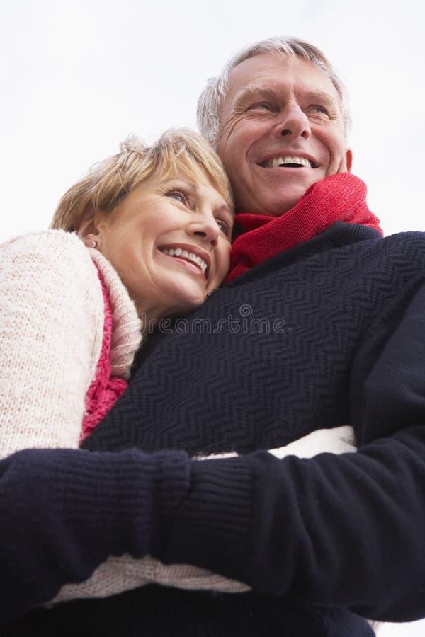拥抱前辈的夫妇 库存照片