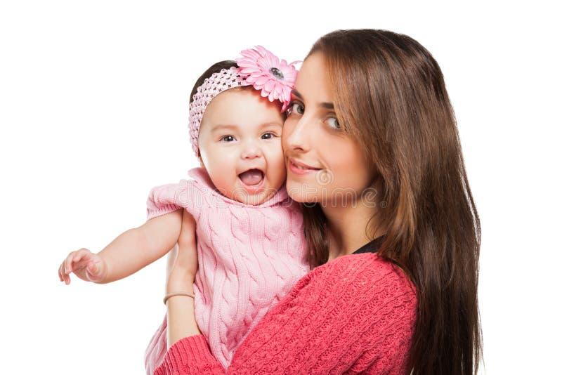 拥抱的母亲和的婴孩亲吻和。 免版税图库摄影