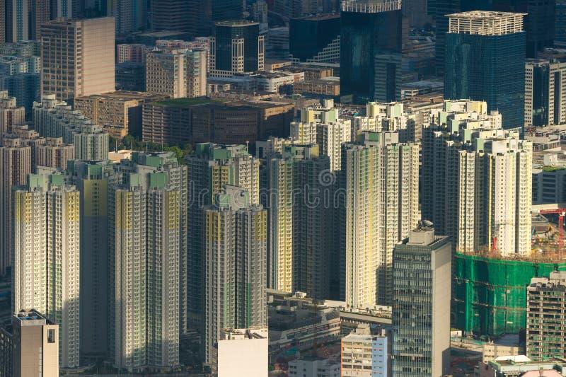 拥挤修造的都市风景 免版税图库摄影