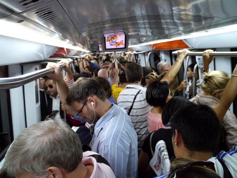 拥挤内部罗马地铁 免版税库存图片