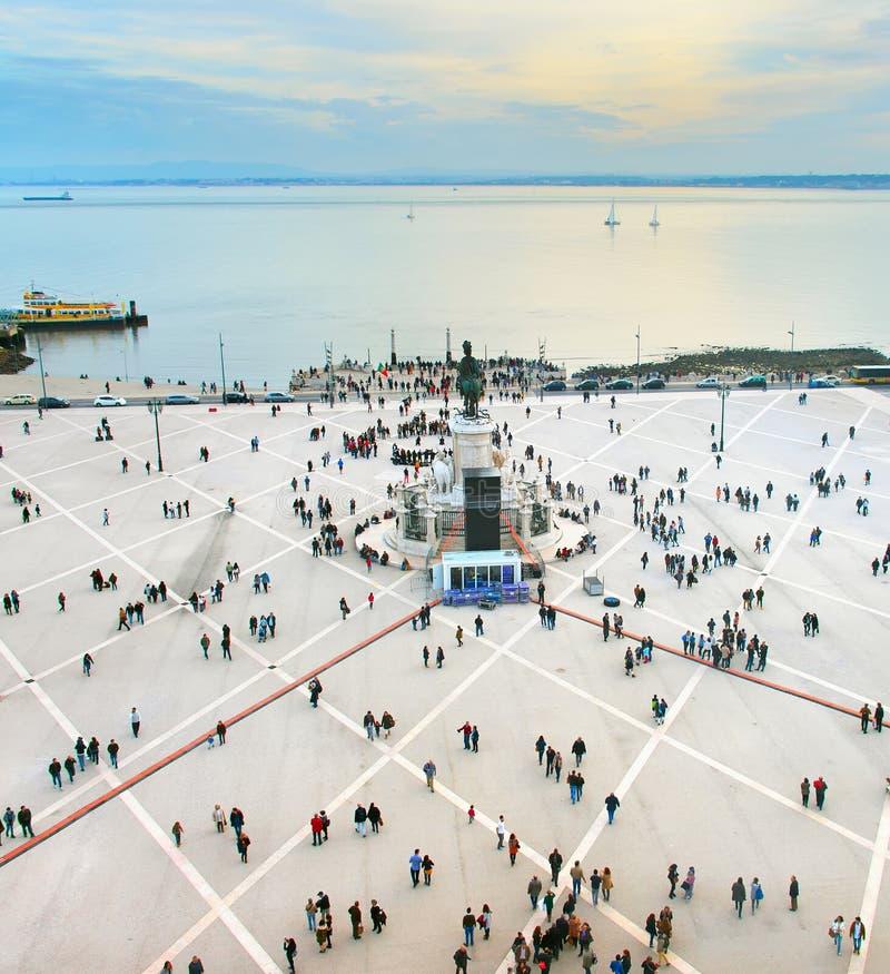 拥挤商业正方形,里斯本,葡萄牙 免版税库存图片