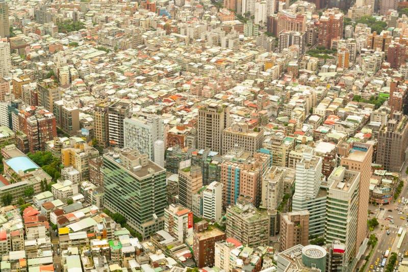 拥挤城市中央住所街市 免版税库存图片