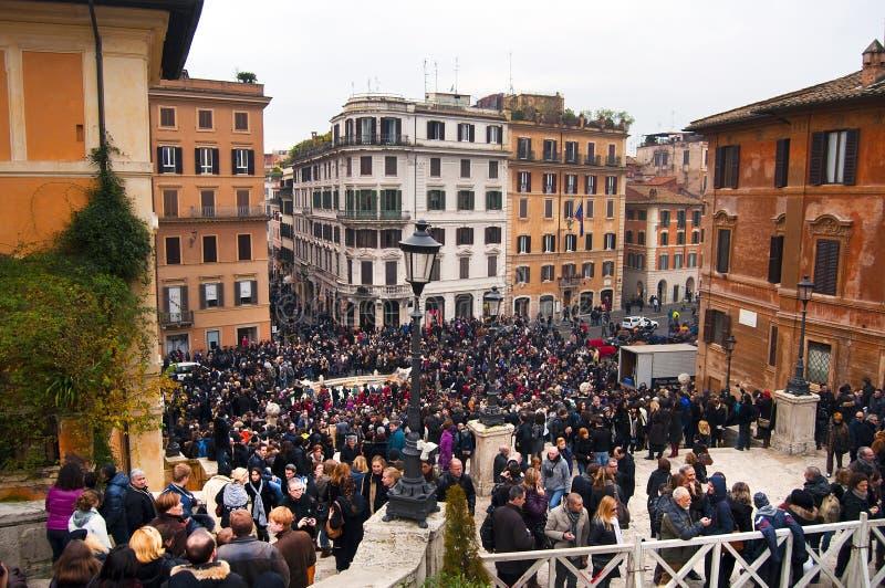 拥挤广场罗马spagna 免版税图库摄影