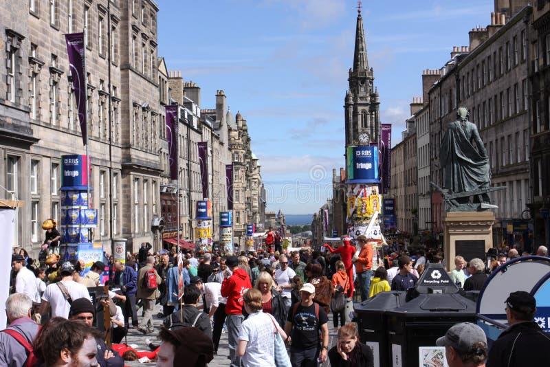 拥挤爱丁堡节日 免版税库存照片