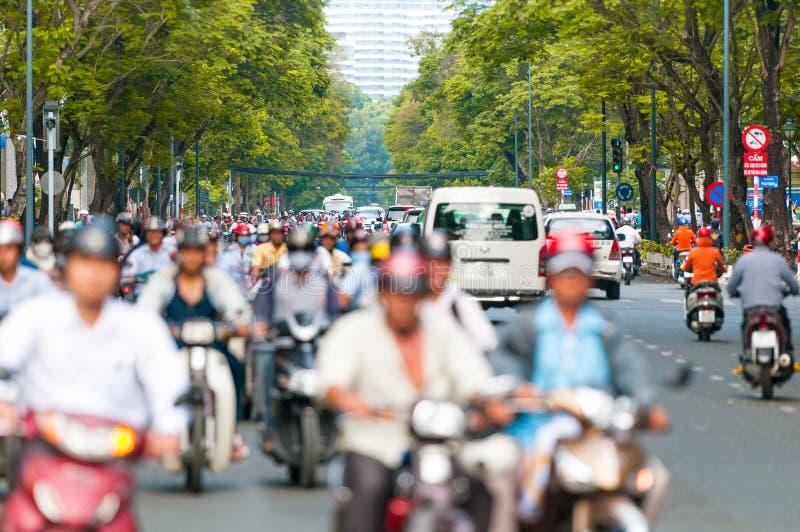 拥挤的街在胡志明市。越南。 免版税库存图片