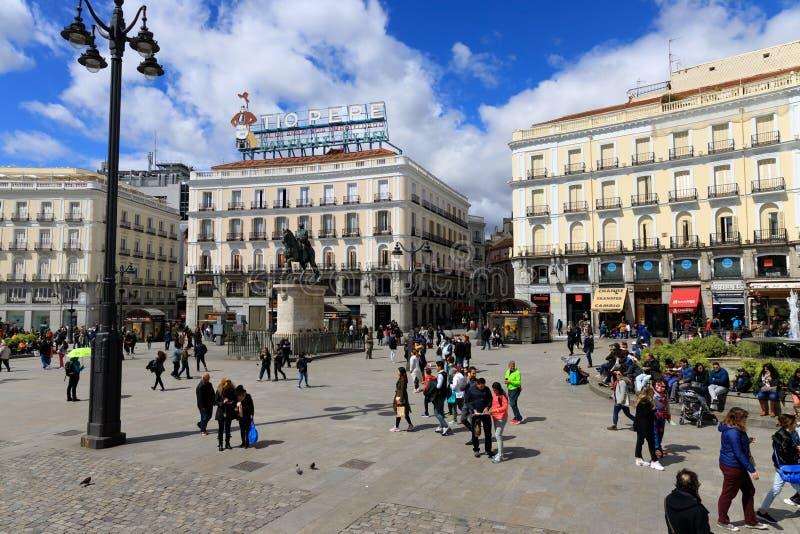 拥挤的街在马德里,西班牙 免版税库存图片