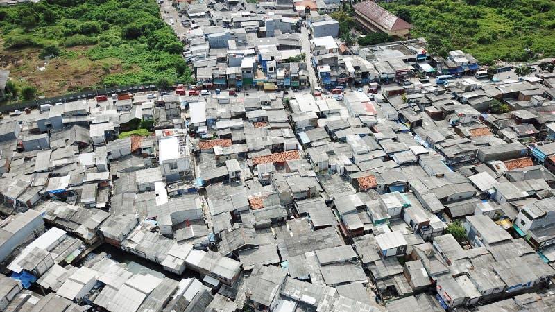 拥挤贫民窟邻里屋顶  免版税库存照片