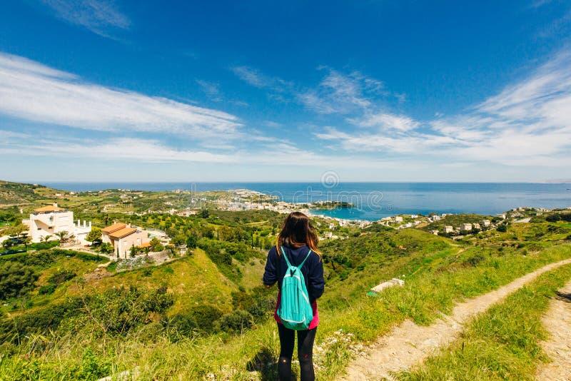 拥有独特海滩的小村庄以及希腊克里特岛Agia Pelagia、伊拉克利翁、克里特岛的著名度假胜地 免版税库存照片